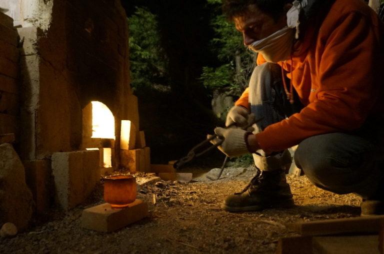 Atelier-Sebastien-de-Groot-Cuisson-Four-a-bois-chawan-raku-noir-refroidissement